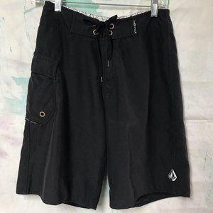 Sz 28 Volcom black board shorts one cargo pocket